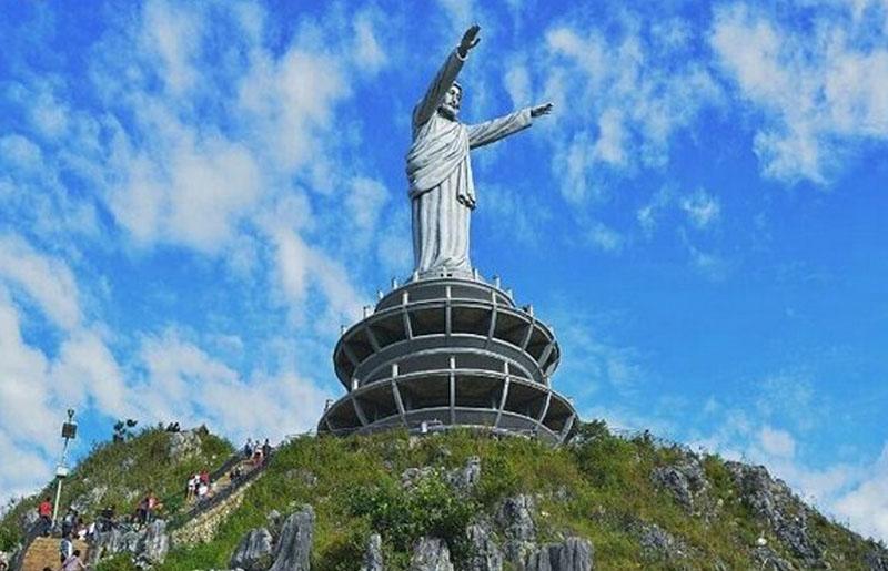 Patung Yesus Raksasa - tempat wisata di toraja - dimassanggoro