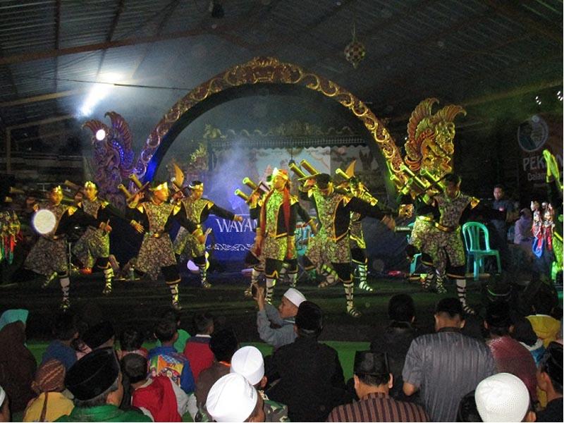 Aksi memikat para santri Sirnarasa - Wisata Halal Indonesia - foto @adjitropis