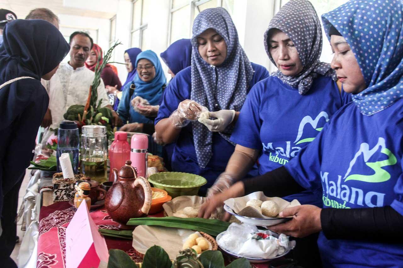 Lomba membuat onde-onde - Festival Budaya Malang Utara - 2