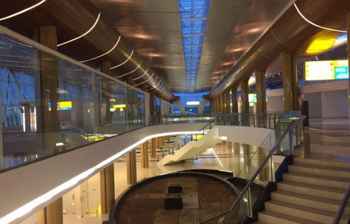 Bagian dalam Bandara APT Pranoto