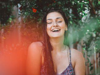 Manfaat Tertawa Bagi Kesehatan - Photo by Savs on Unsplash