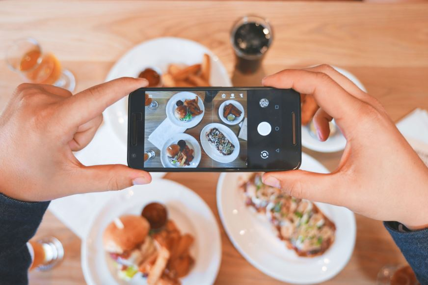 Strategi media sosial influencer - Photo by Eaters Collective on Unsplash
