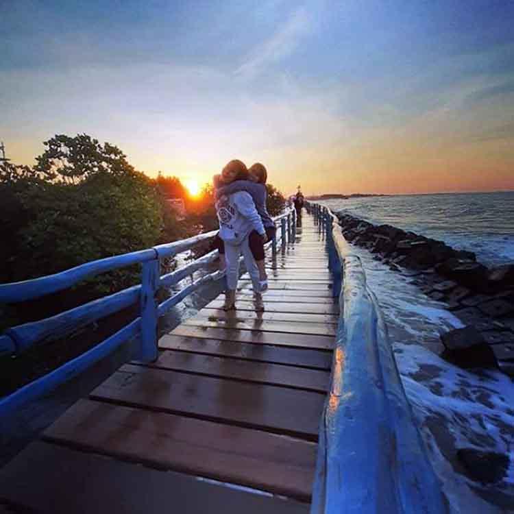 Foto Gambar Lokasi Pantai Rembat Juntinyuat Indramayu - @itociptorih18