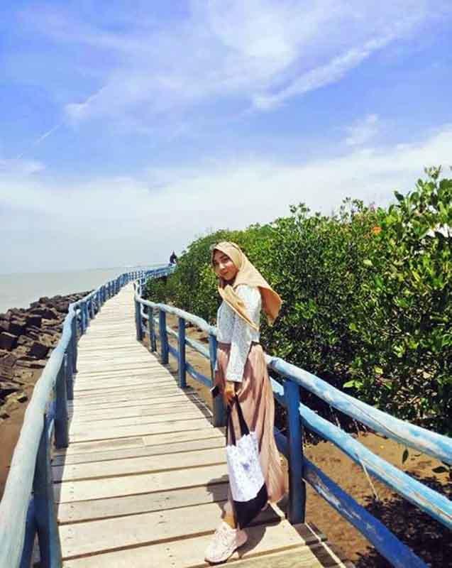 Spot Foto Pantai Rembat Juntinyuat Indramayu - @riniseptiyani123