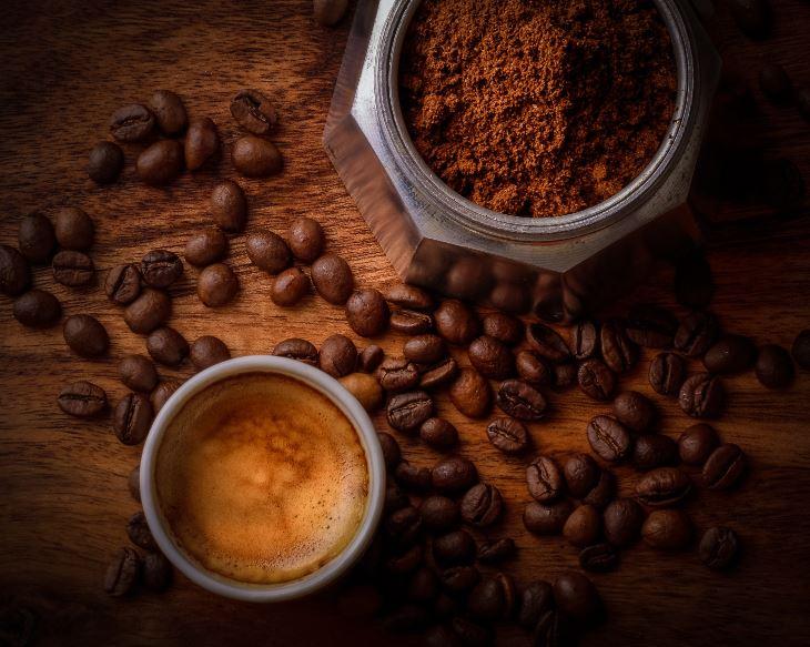 Makanan dan minuman yang mengandung kafein - Photo by Janko Ferlic on Unsplash