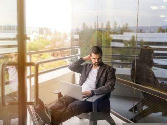 cara menghilangkan ngantuk saat kerja - cara mengatasi ngantuk saat bekerja - Photo by LinkedIn Sales Navigator on Unsplash