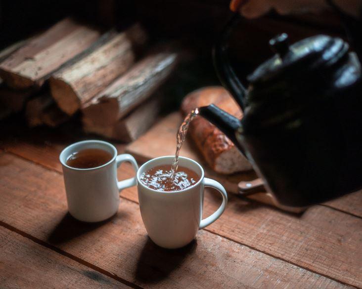 contoh minuman berkafein - Photo by Harry Cunningham on Unsplash