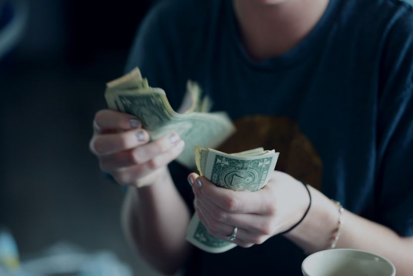 investasi 10 juta - investasi menguntungkan dengan modal 10 juta - Photo by Sharon McCutcheon on Unsplash