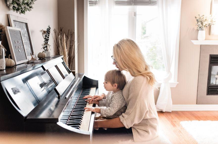 musik mencerdaskan otak bayi - lagu stimulasi kecerdasan otak bayi - Photo by Paige Cody on Unsplash