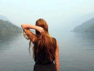 semir rambut alami - cara mewarnai rambut dengan bahan alami - Photo by KaLisa Veer on Unsplash
