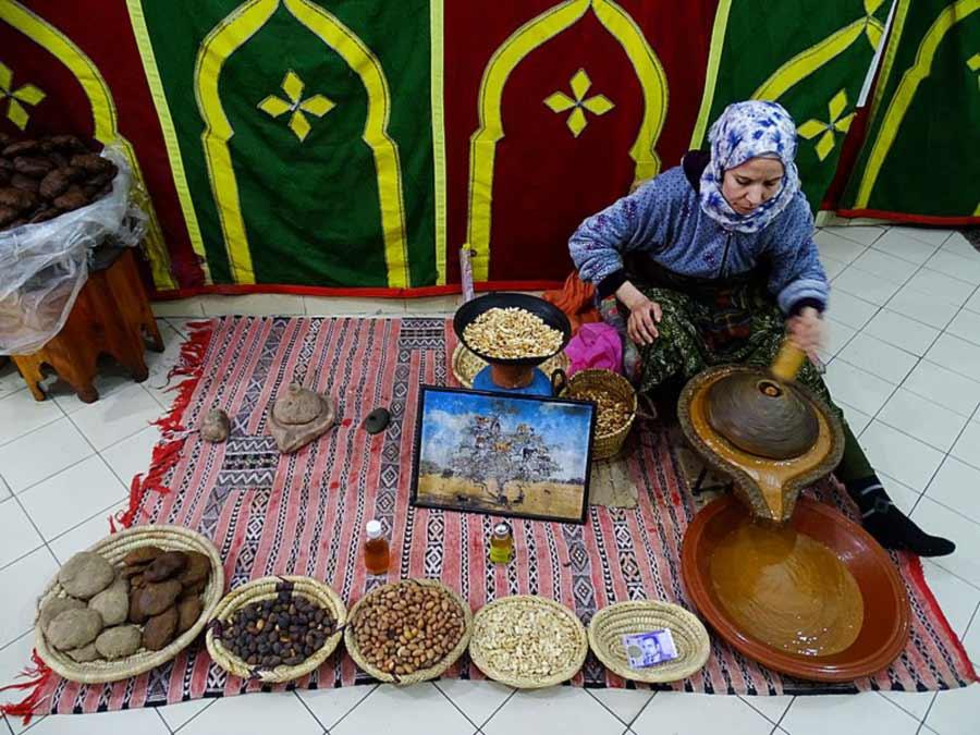 Manfaat Minyak Argan untuk Kecantikan dan kesehatan - Wikipedia - RoubinakiM